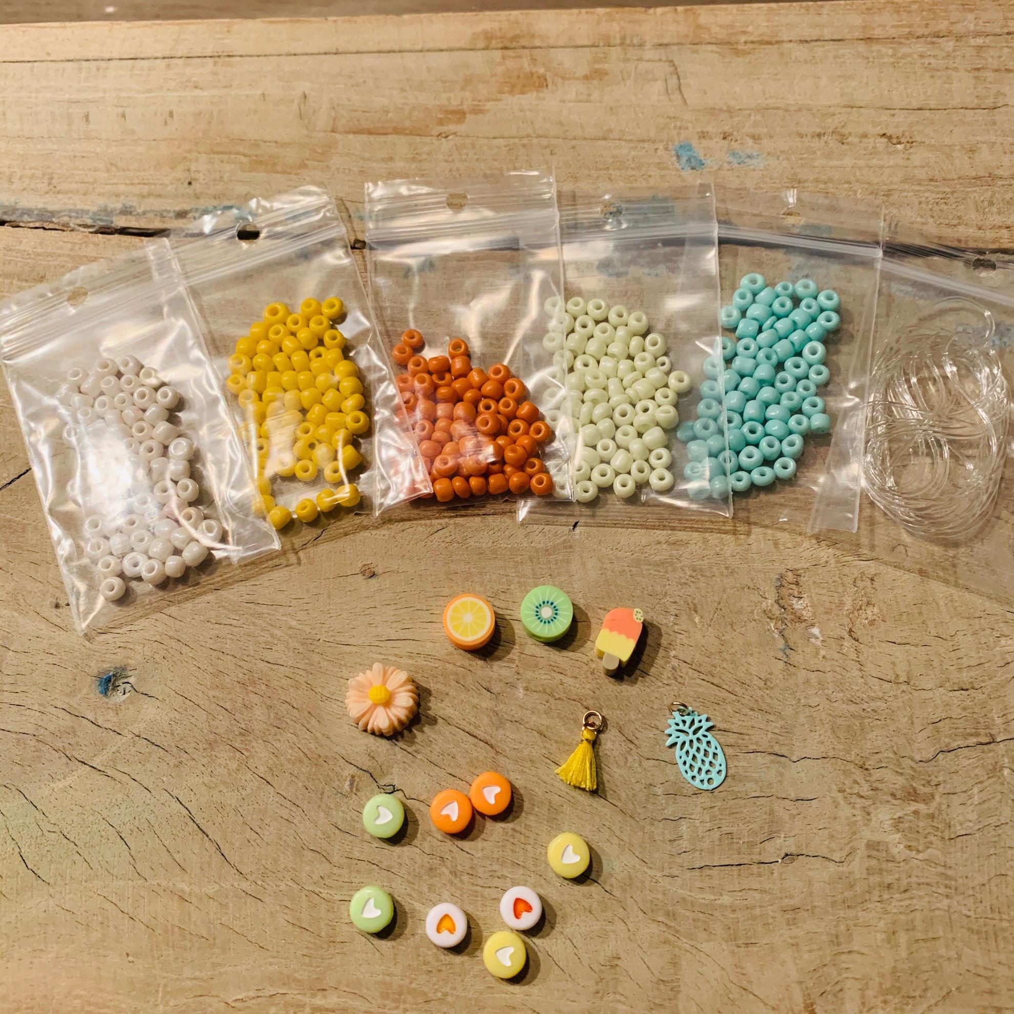 Afbeeldingen van 3 knutselpakketten voor